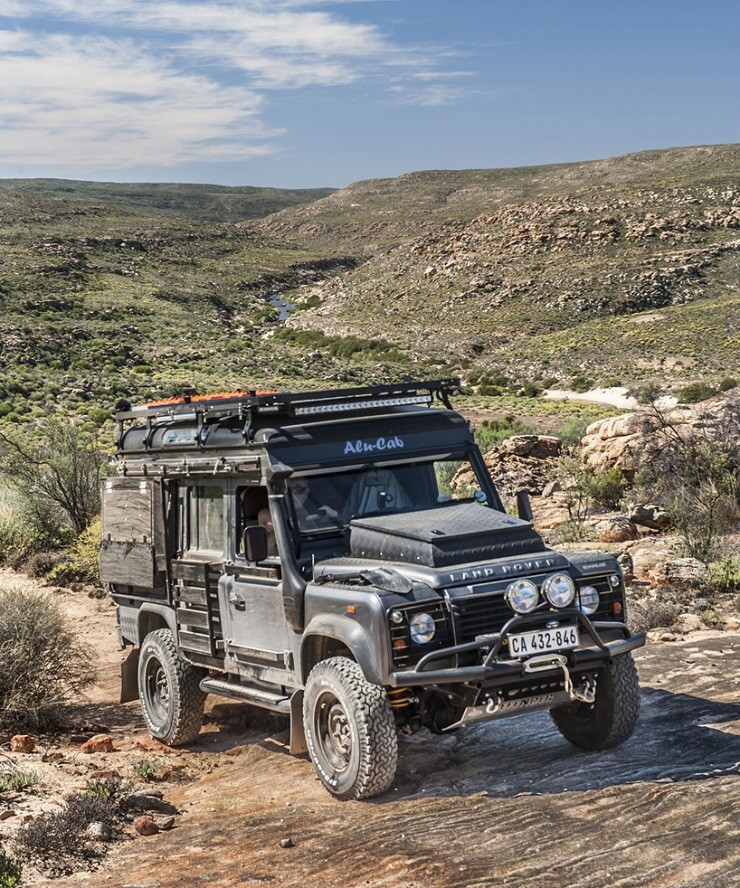 Land-Rover-Icarus-Rooftop-Camper-by-Alu-Cab-4