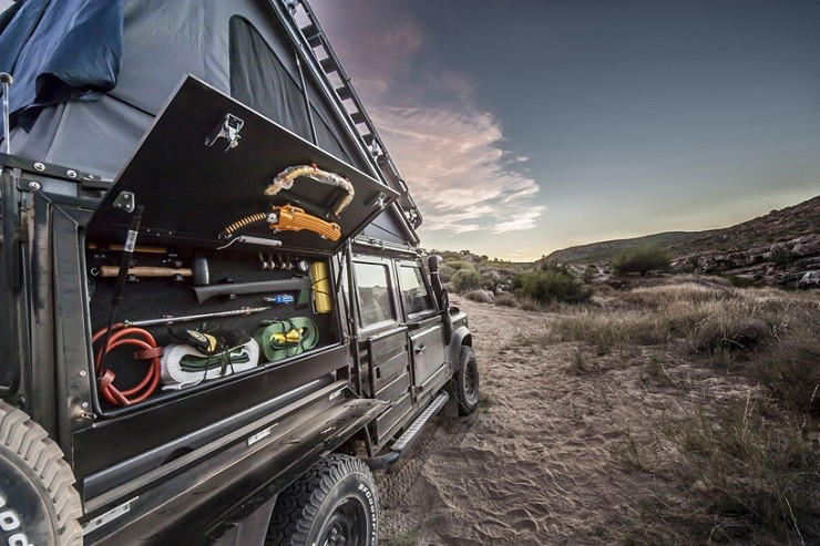 Land-Rover-Icarus-Rooftop-Camper-by-Alu-Cab-5